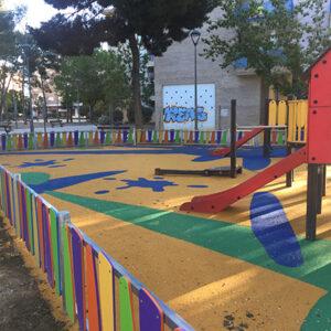 parque en Huesca(suelo de Caucho y vallado)